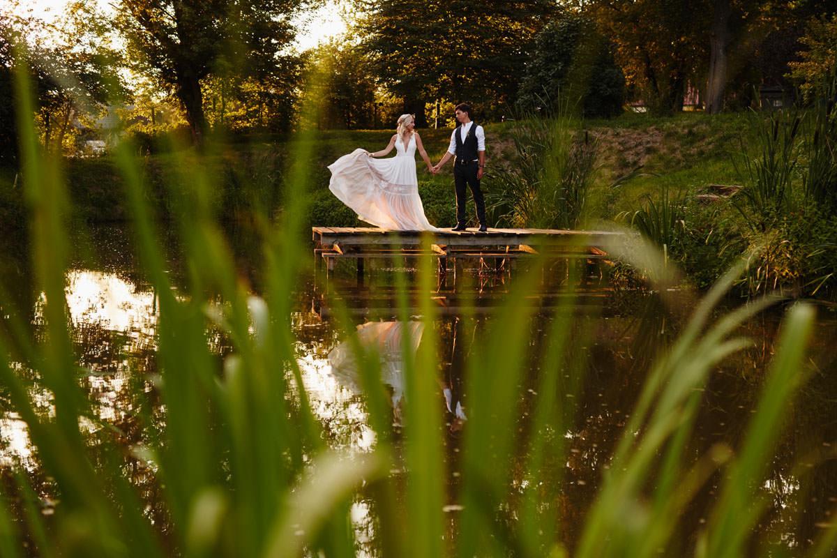 Folwark Wiązy - plener ślubny nad wodą
