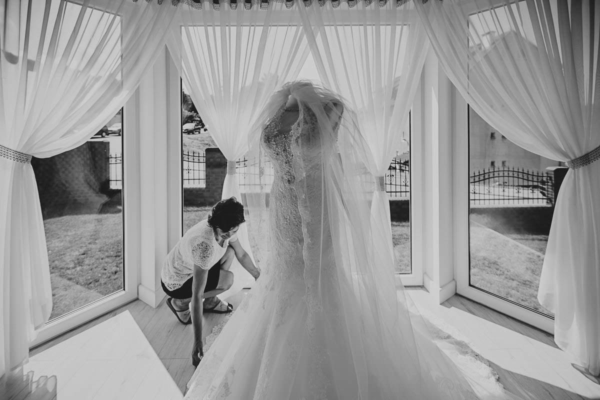 przygotowania - ślubna suknia