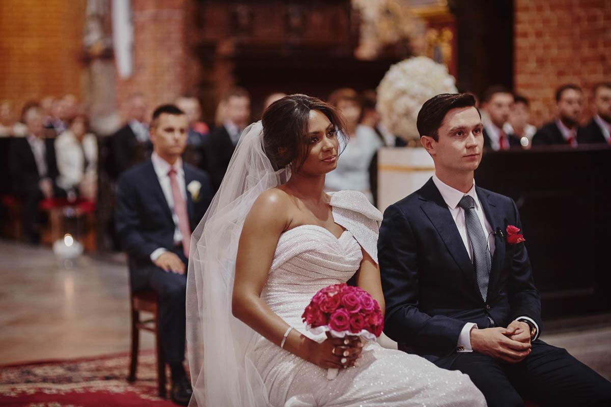 ślub w kościele - państwo młodzi - zamek gniew