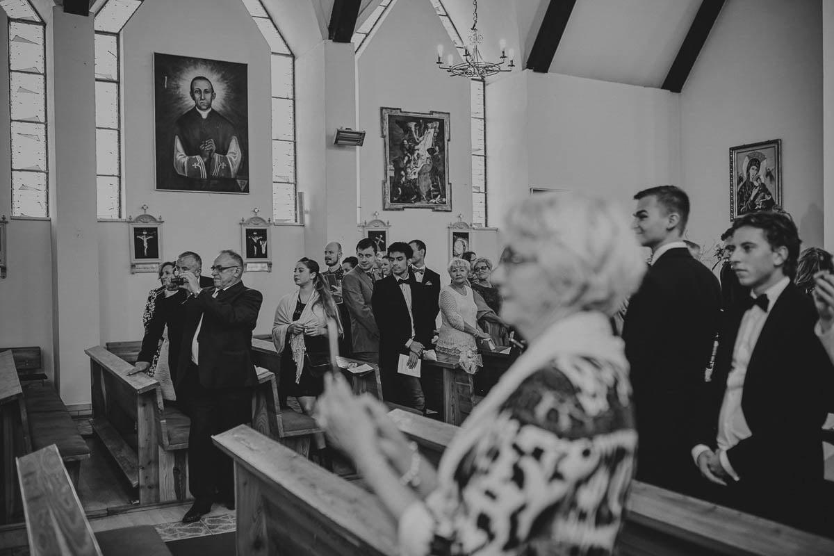 kościoł wisełka - oczekiwanie na przyjazd młodych
