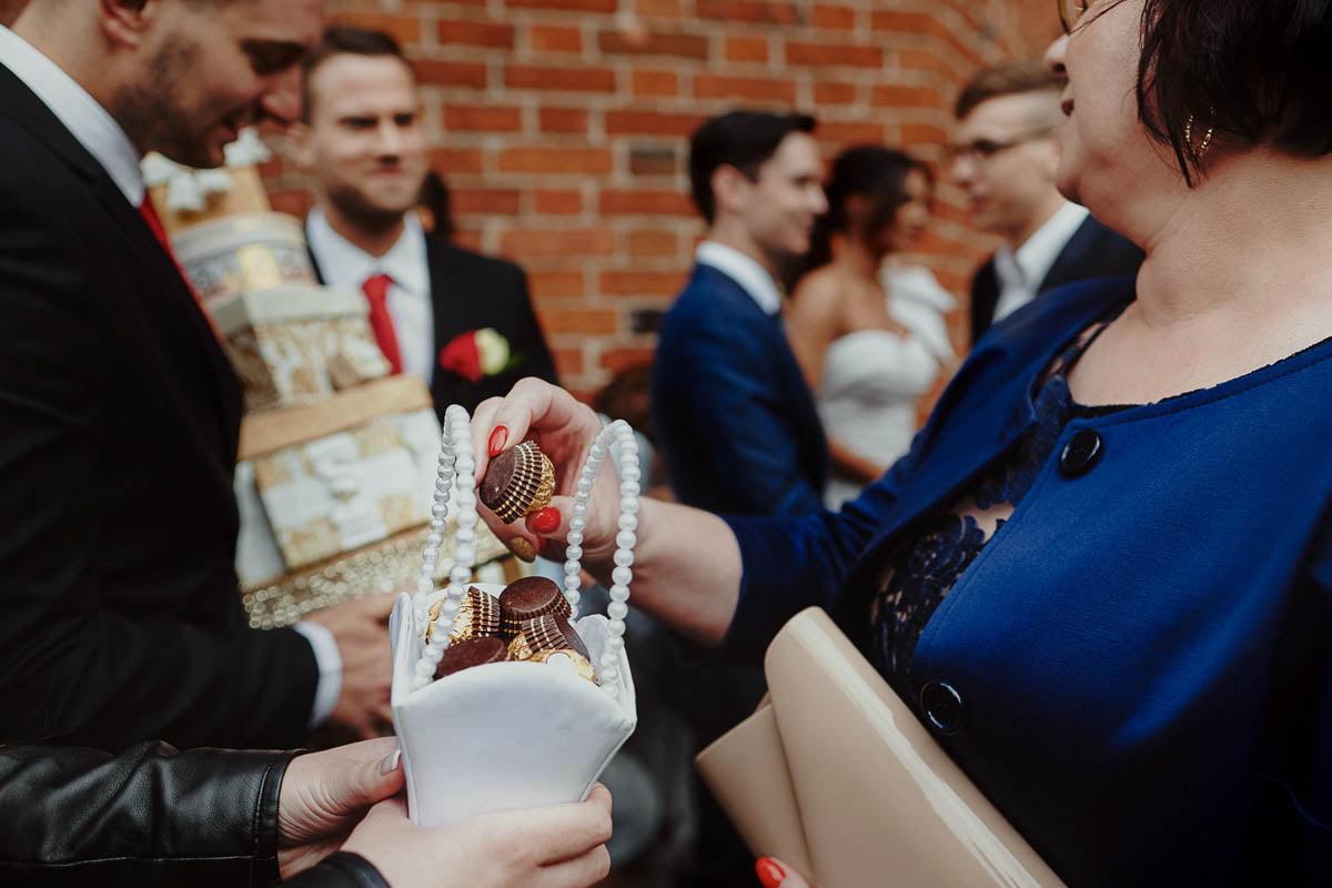 ślub w kościele -prezenty dla gości