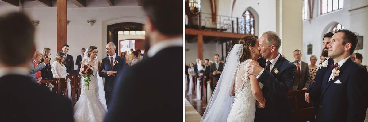 ceremonia ślubna - wprowadzenie panny młodej