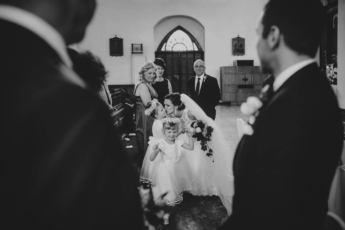 ceremonia ślubna - moment przekazania znaku pokoju