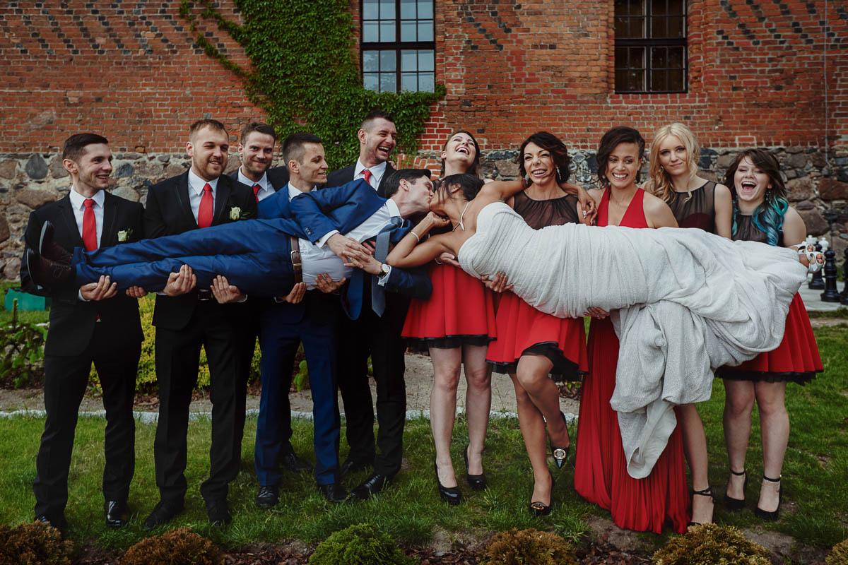 zamek gniew wesele - zdjęcie grupowe