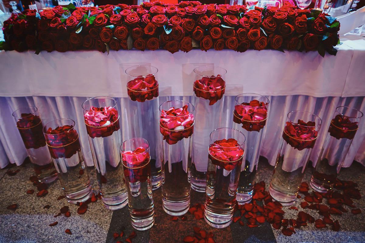 zamek gniew wesele - wazony z kwiatami