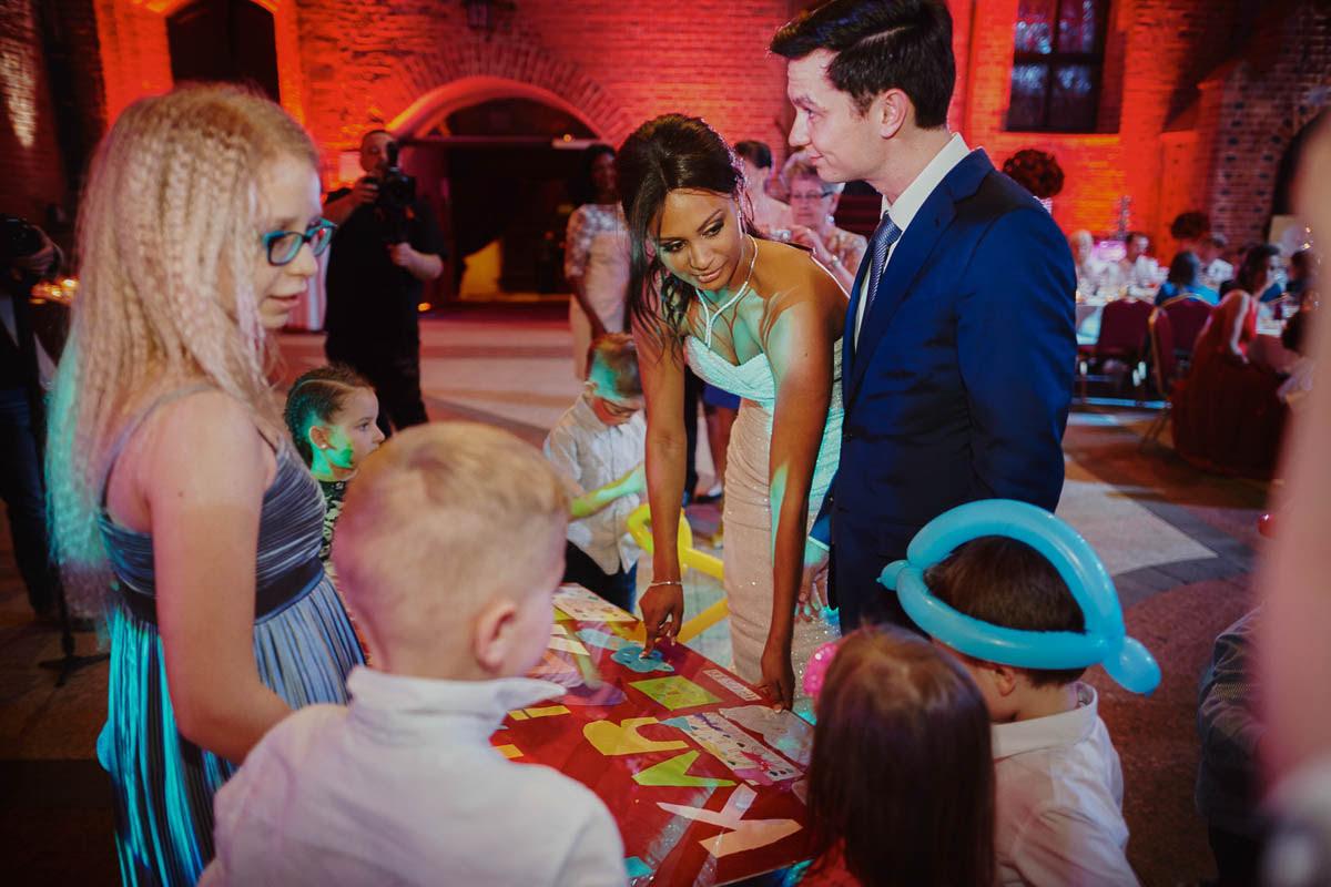 zamek gniew wesele - prezent od dzieci