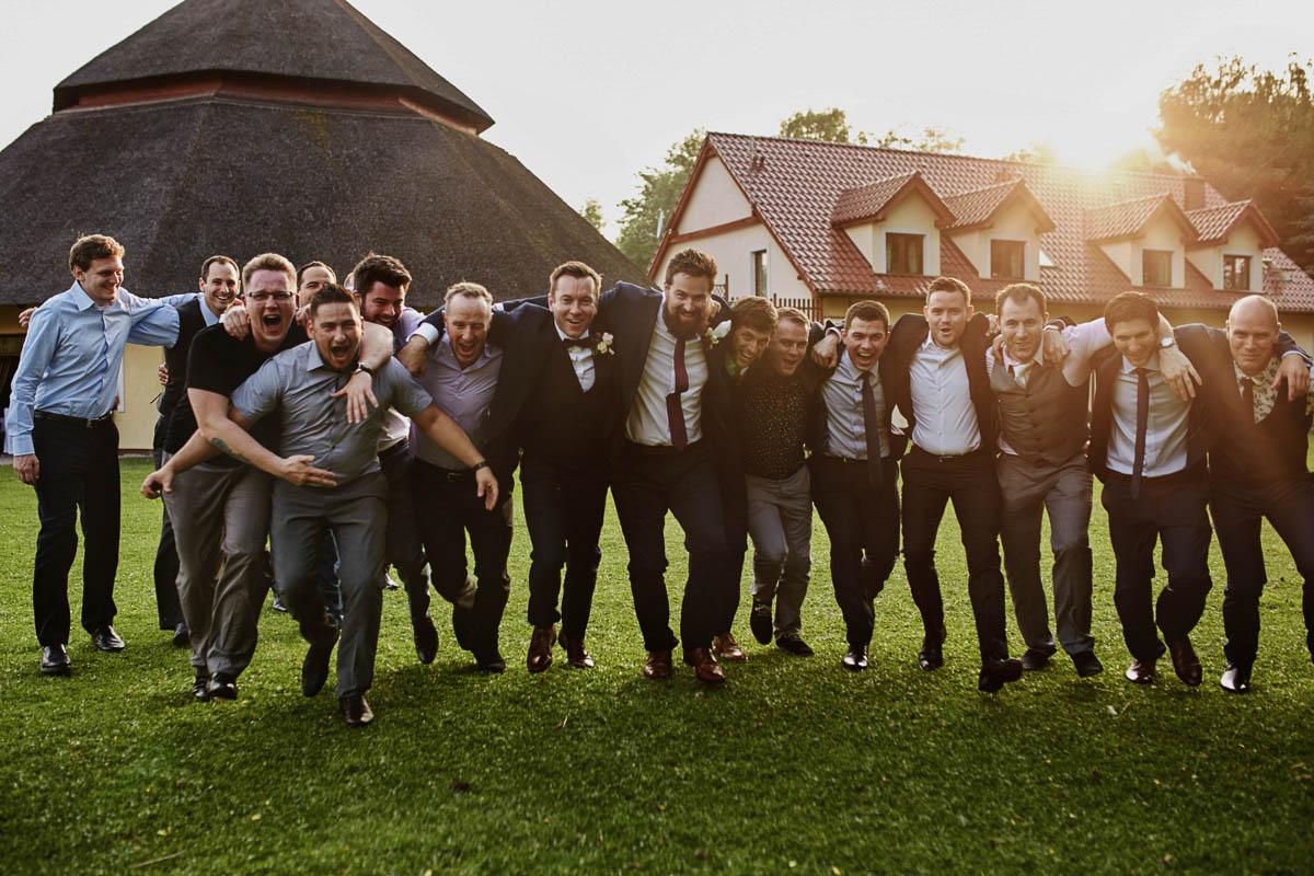 wolwark wirówek wesele - zdjecie grupowe z panami