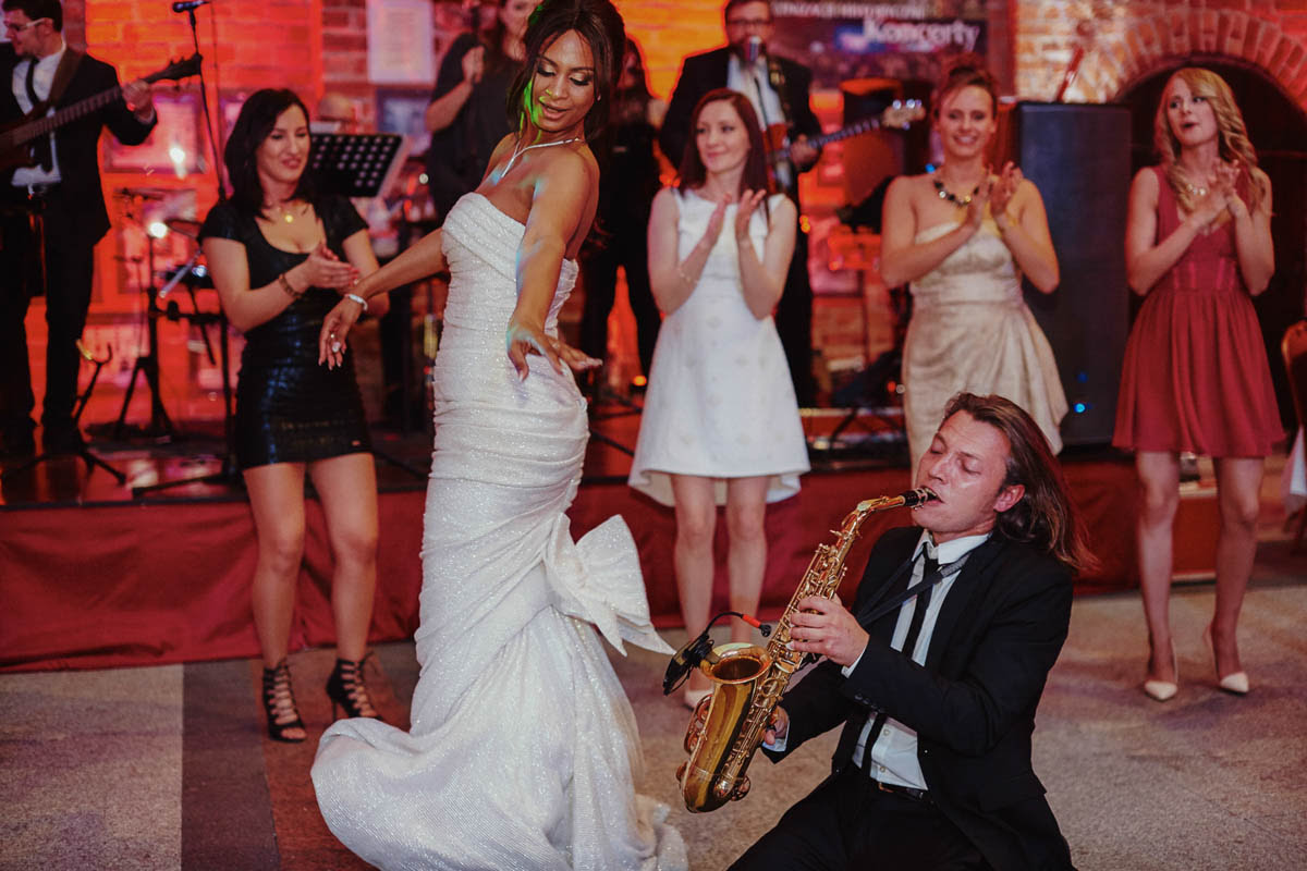 zamek gniew wesele - gra na saxofonie