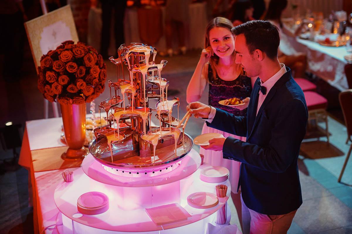 zamek gniew wesele - fontanna czekoladowa