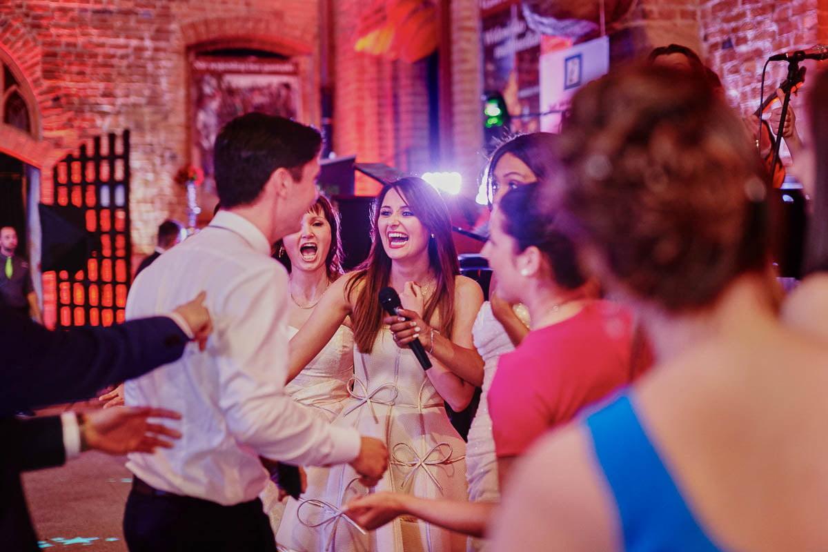 zamek gniew wesele - Pan Młody i dziewczyny