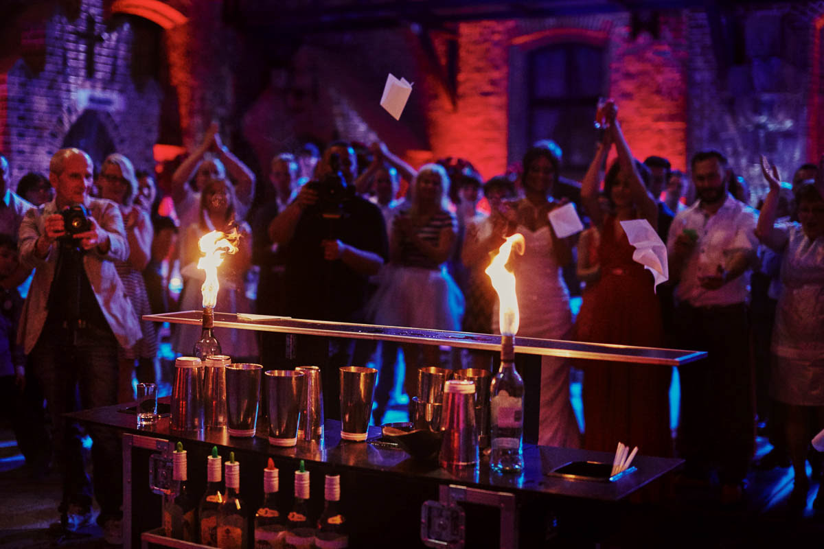 zamek gniew wesele - pokaz z ogniami