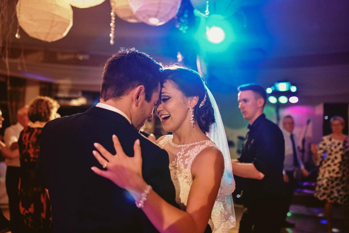 wolwark wirówek wesele - młodzi tańczą na weselu