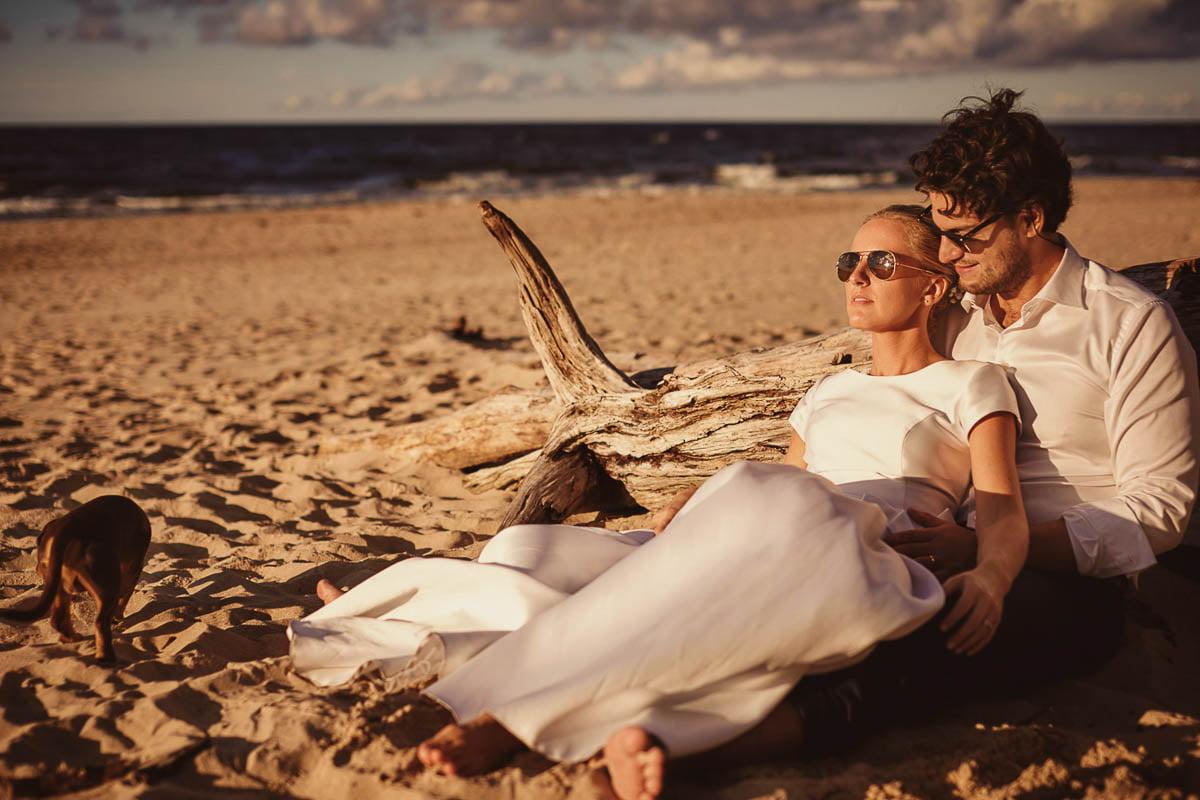 sesja nad morzem - para młoda na plaży