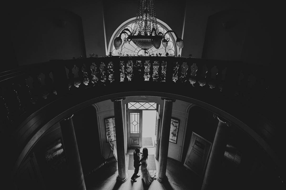 plener ślubny w pałacu