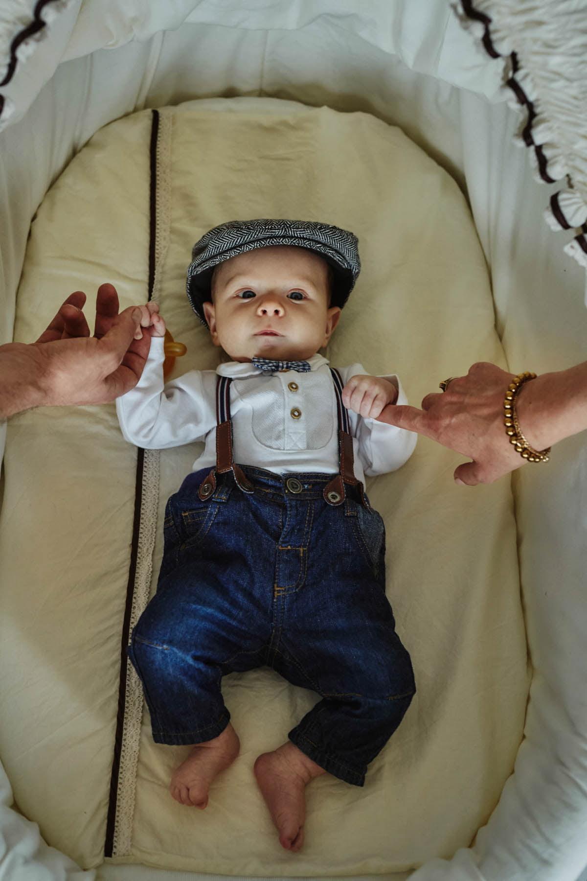 sesja rodzinna Świnoujście - chłopiec trzymany za rękę