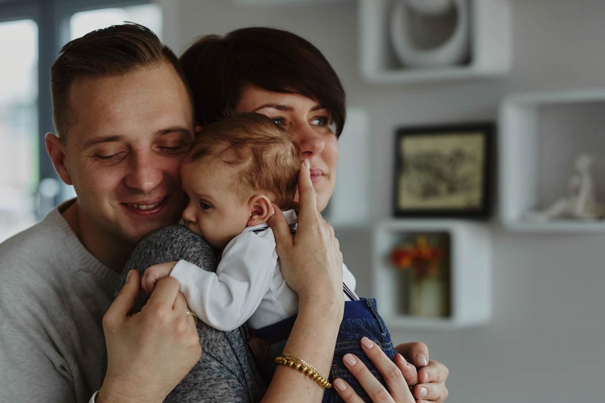 sesja rodzinna Świnoujście - mama trzyma synka