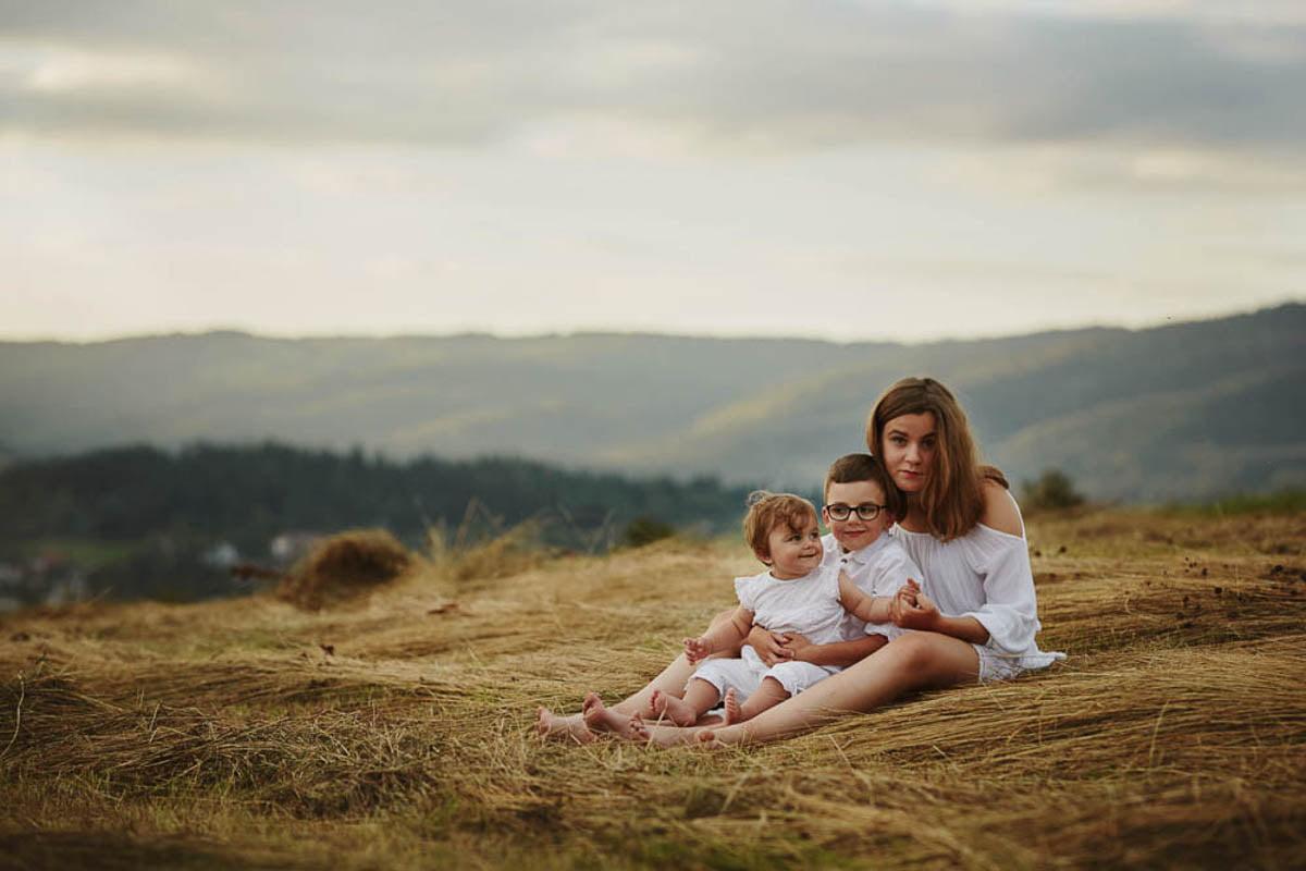 sesja rodzinna w górach - troje rodzeństwa