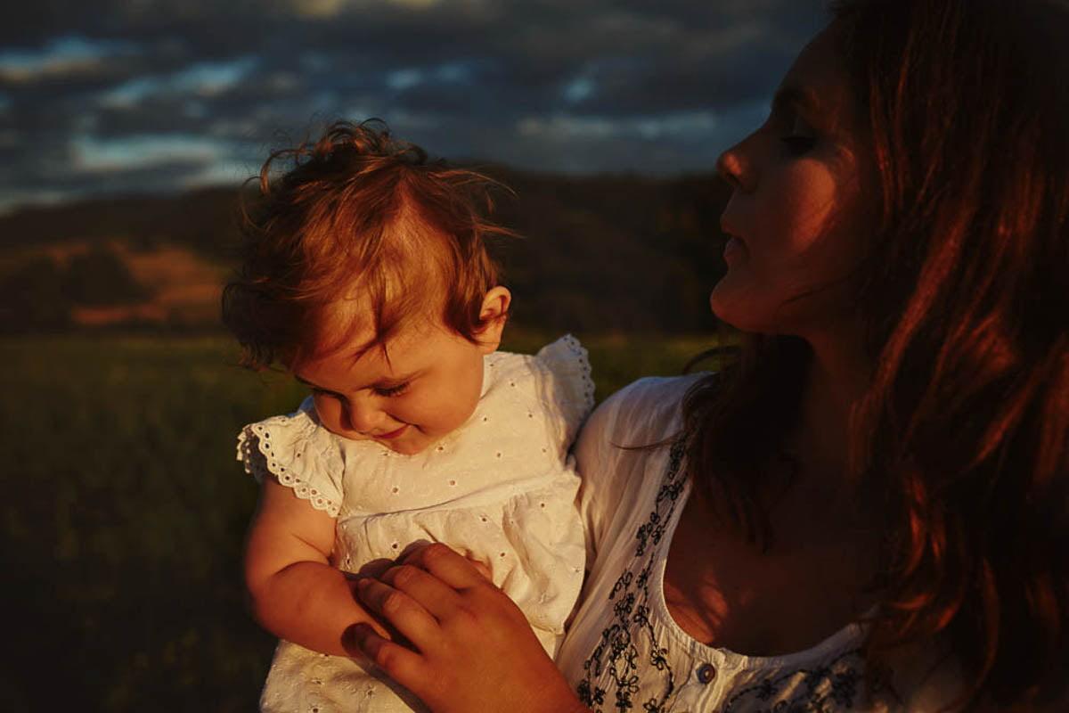 sesja rodzinna w górach - mama z małą córeczką