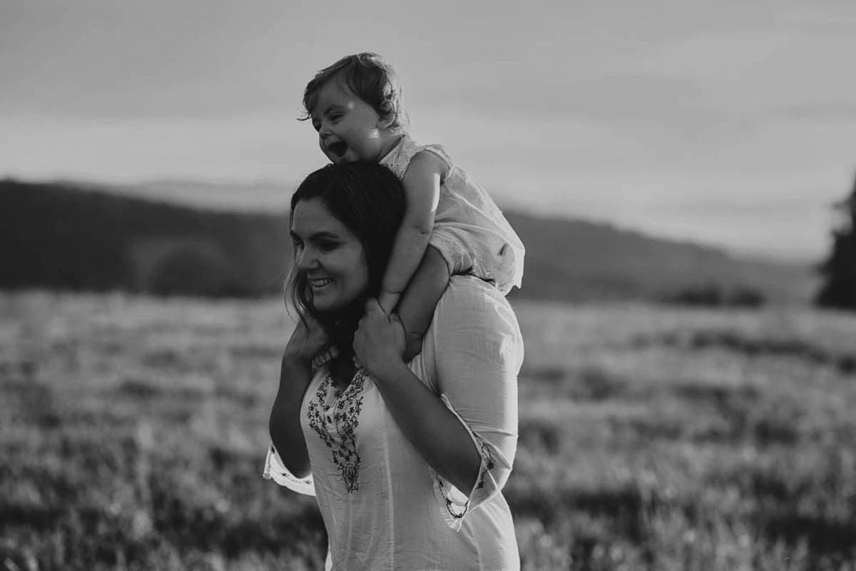 sesja rodzinna w górach - mama z córeczką