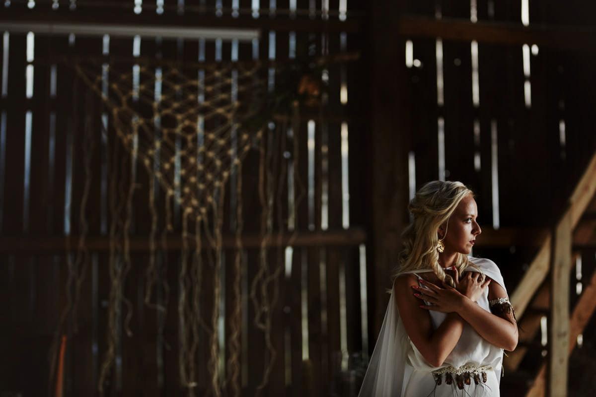 Całe życie człowiek się uczy - Rustykalna sesja ślubna 4