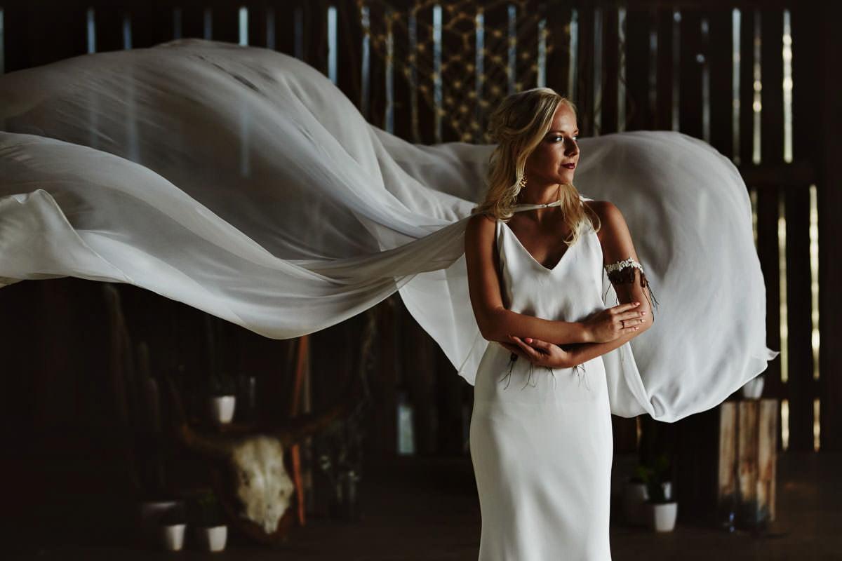 Całe życie człowiek się uczy - Rustykalna sesja ślubna 6