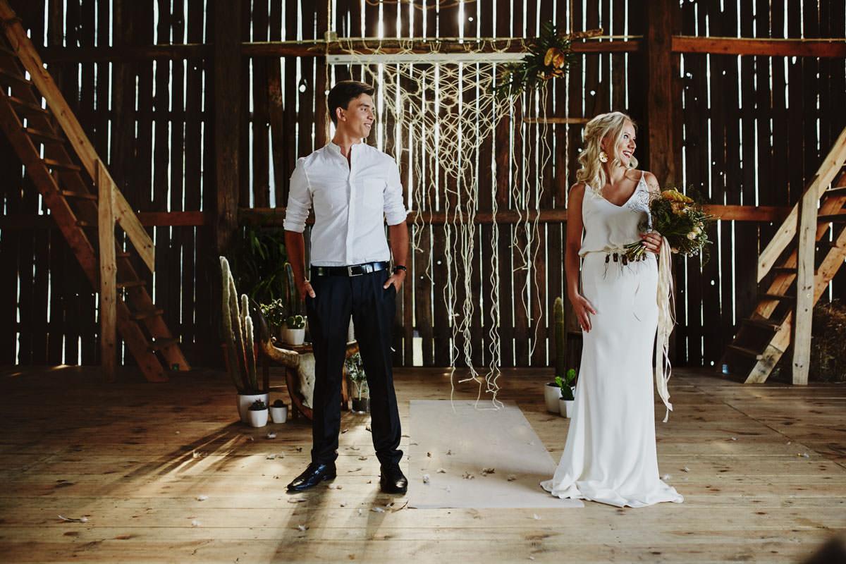 Całe życie człowiek się uczy - Rustykalna sesja ślubna 9