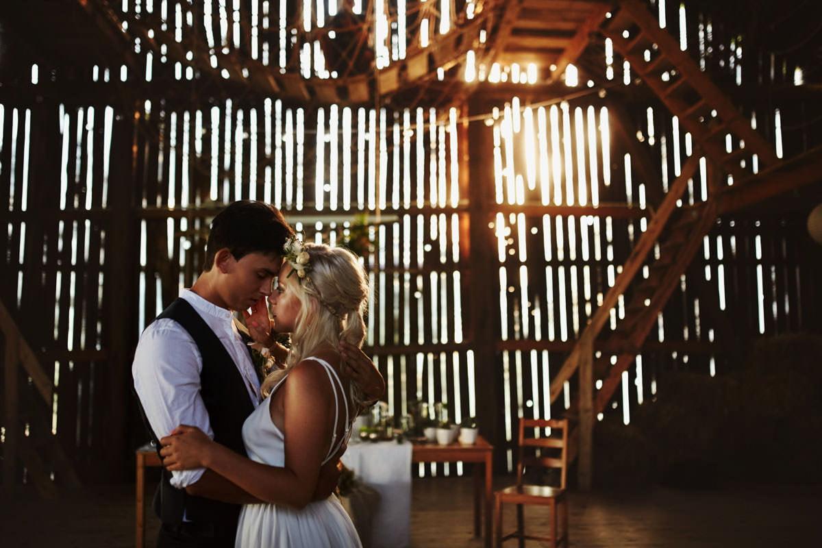 Całe życie człowiek się uczy - Rustykalna sesja ślubna 16