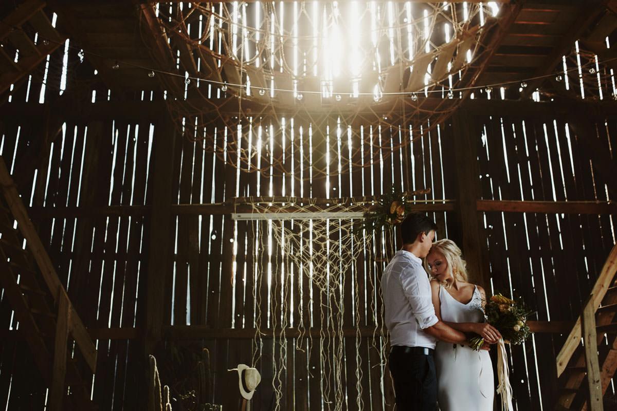 Całe życie człowiek się uczy - Rustykalna sesja ślubna 19
