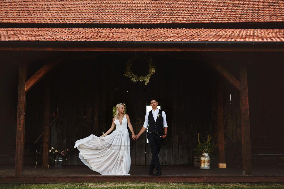 Całe życie człowiek się uczy - Rustykalna sesja ślubna 24