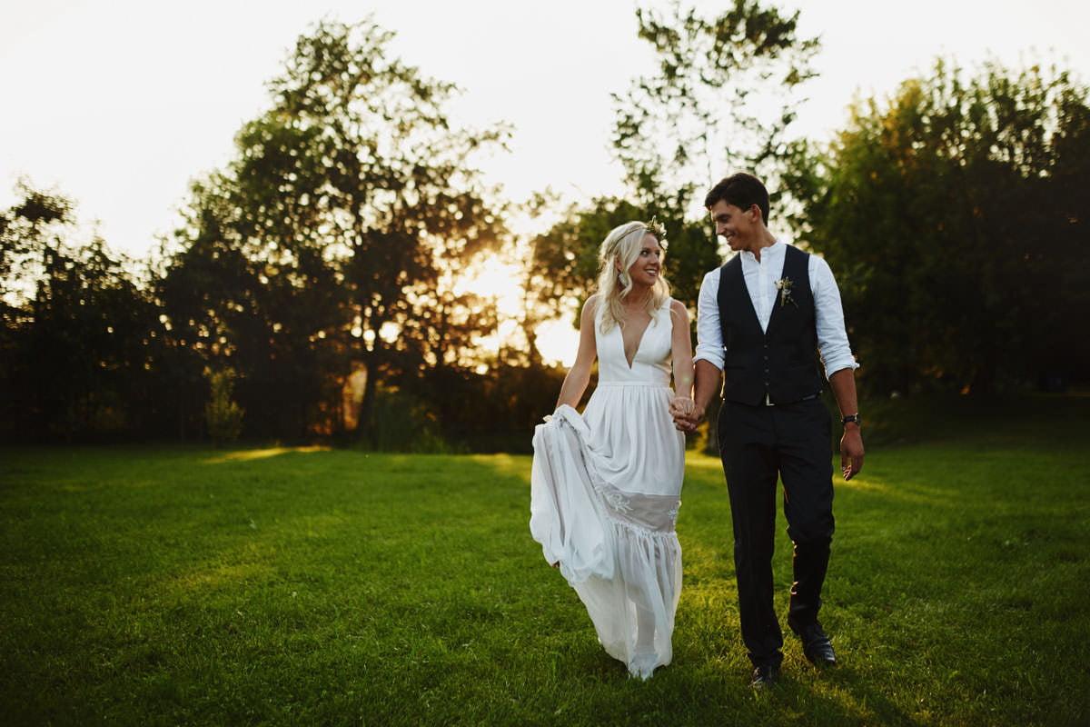 Całe życie człowiek się uczy - Rustykalna sesja ślubna 29