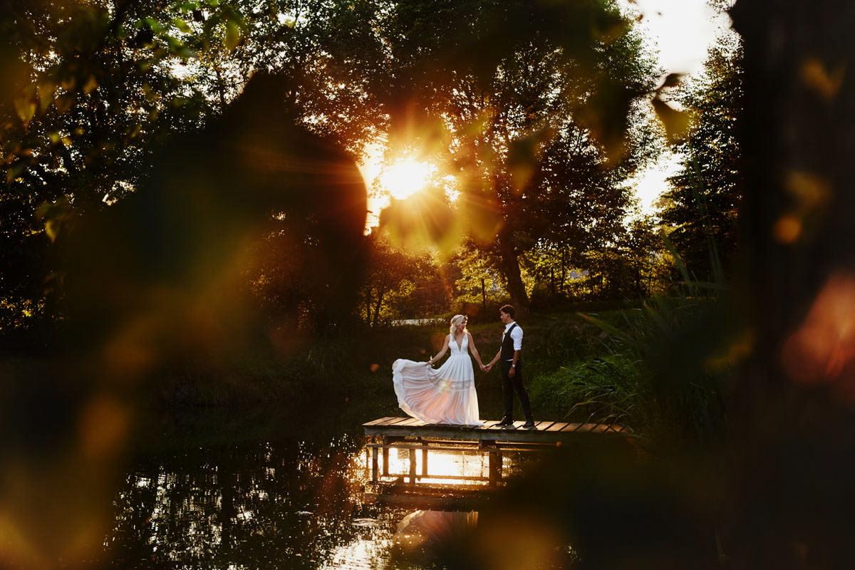 Rustykalna sesja ślubna w Folwarku Wiązy 2