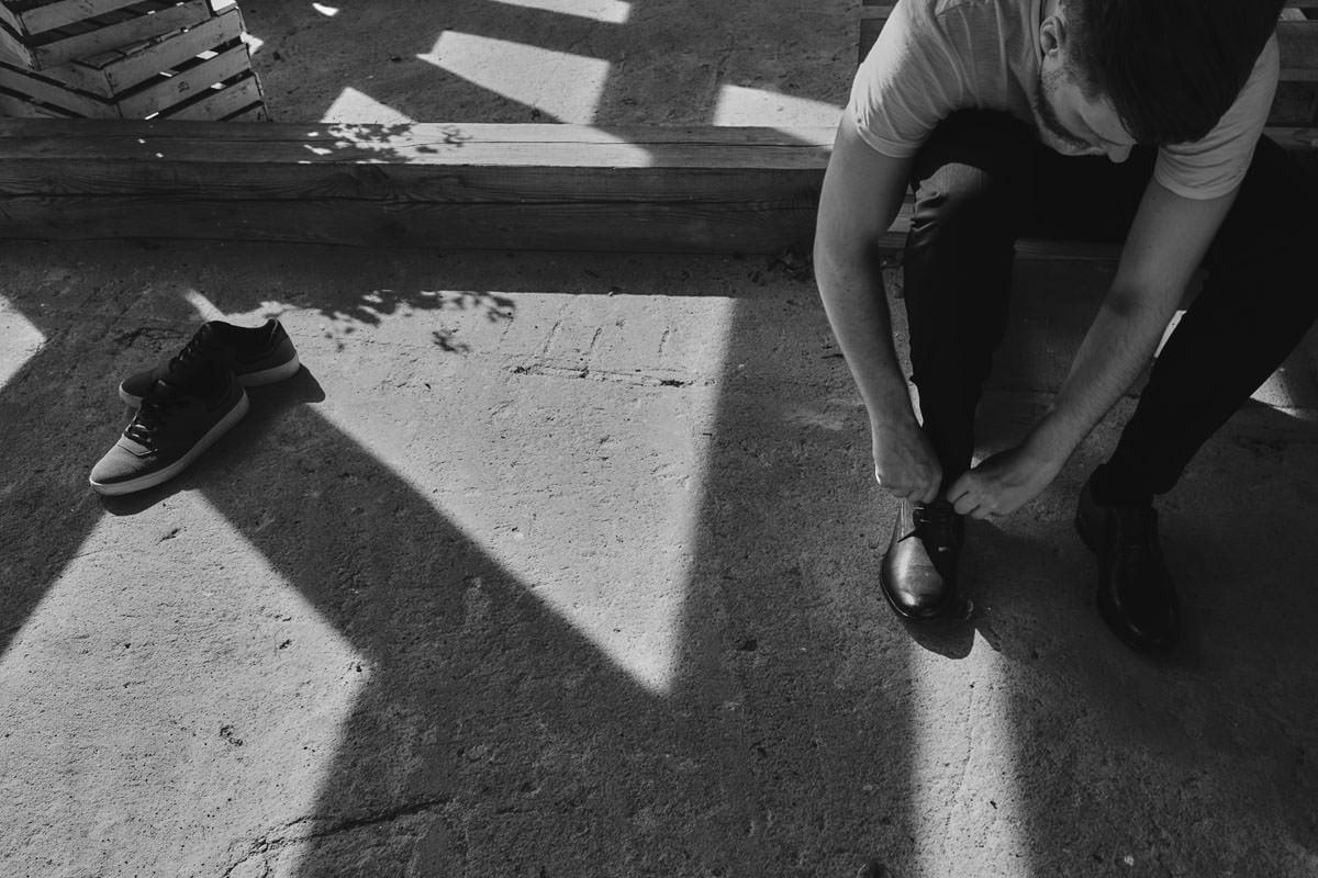dworek ostęp - ubieranie butów