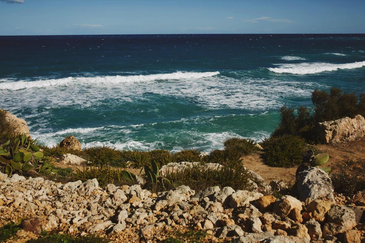zdjecia ślubne malta - Ramla Bay widok na morze
