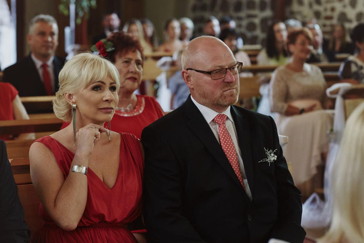 kosciół Przybiernów - rodzice na mszy