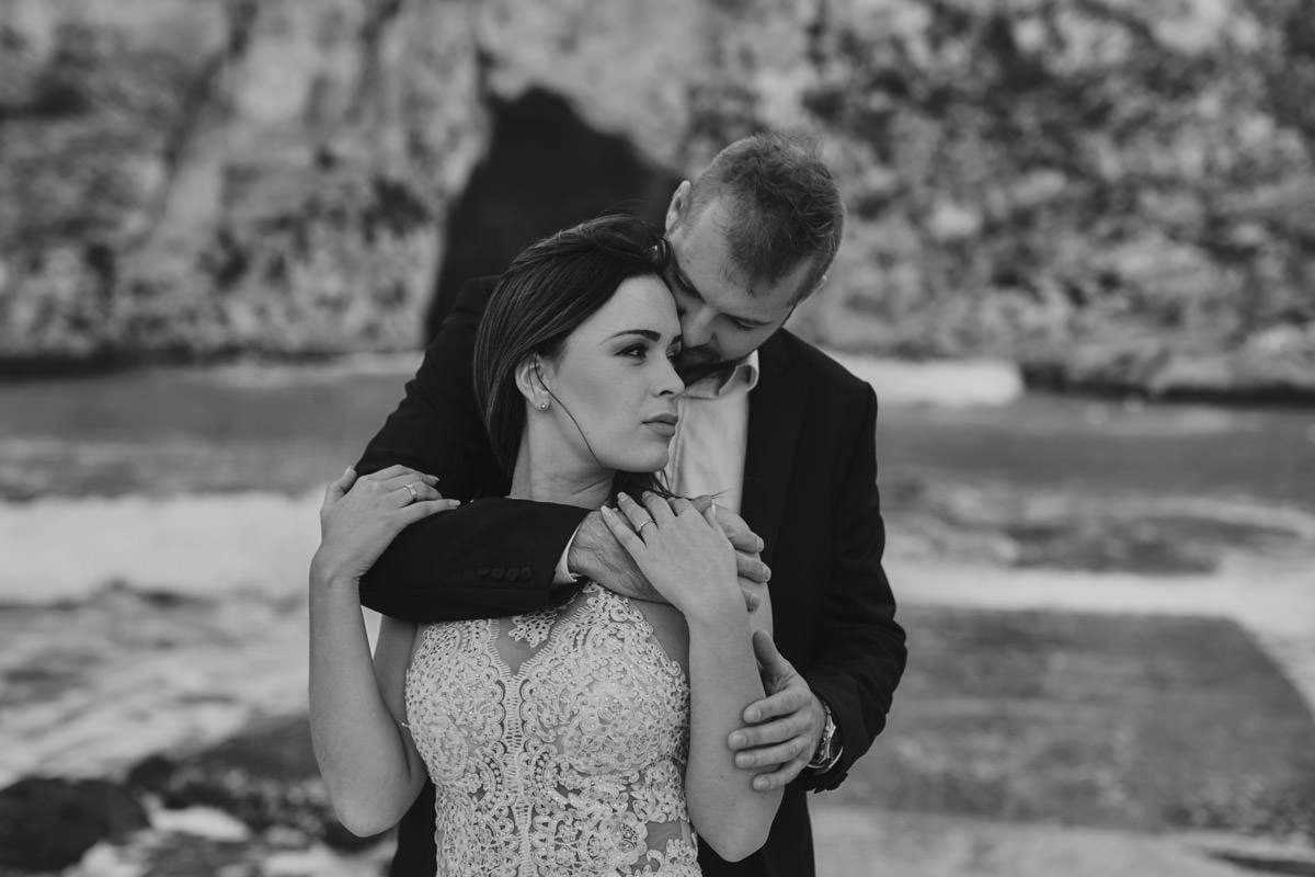 zdjecia ślubne malta - przytulenie