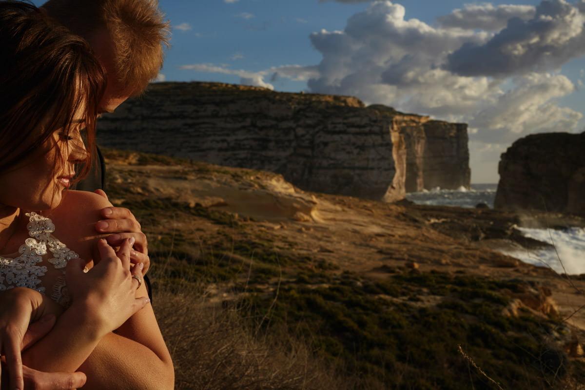 zdjecia ślubne malta - Fungus Rock - fotografia ślubna