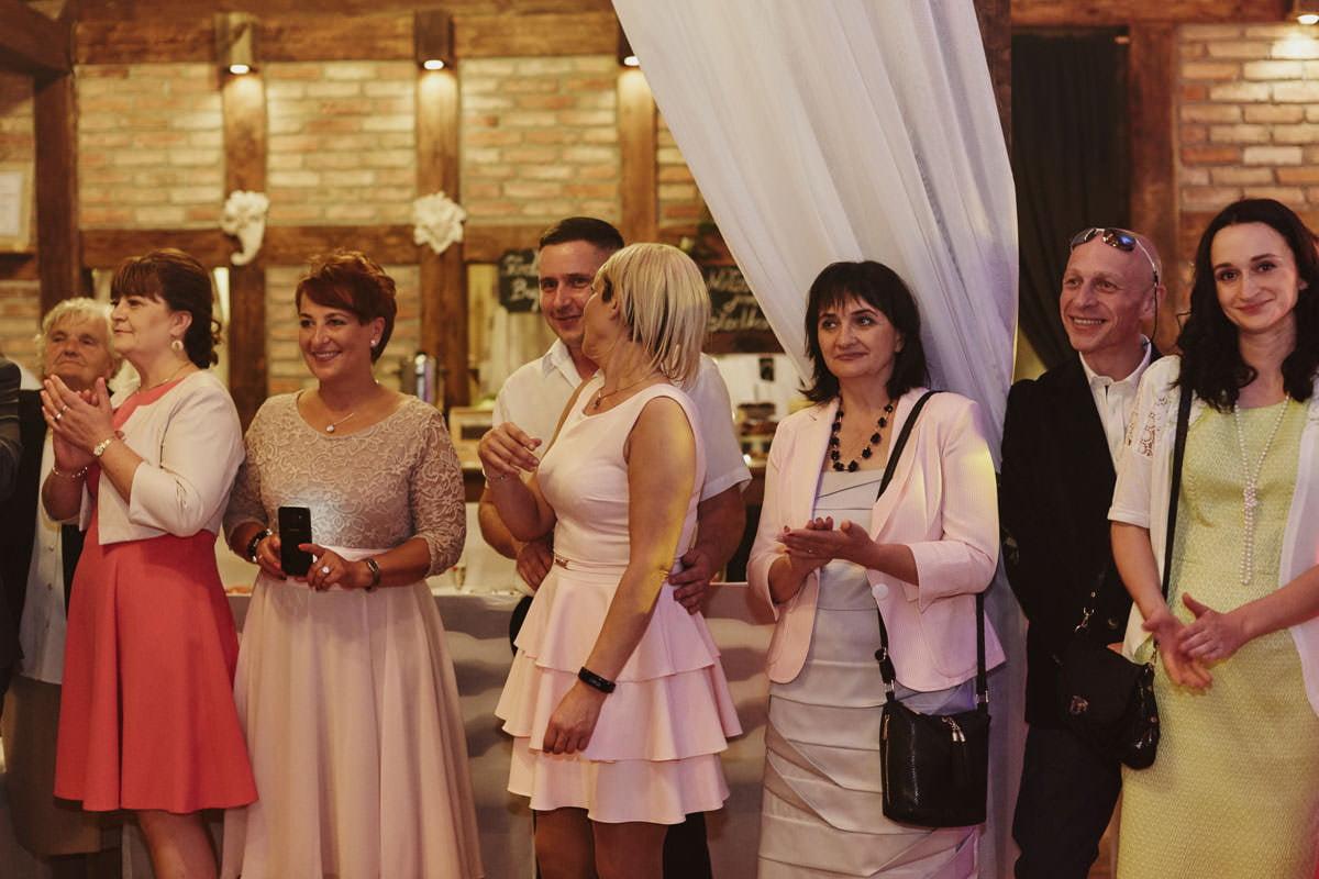 dworek ostep - goście na weselu