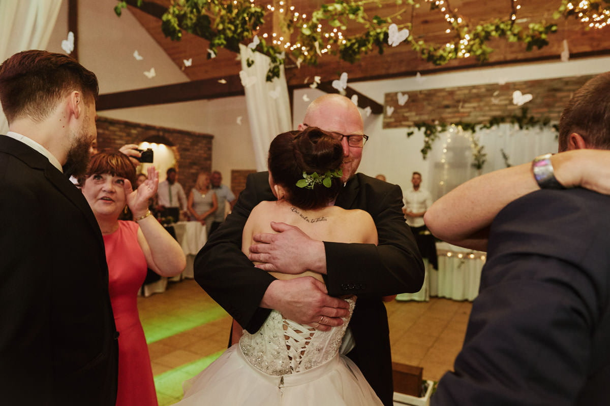 dworek ostep - przytulanie rodziców