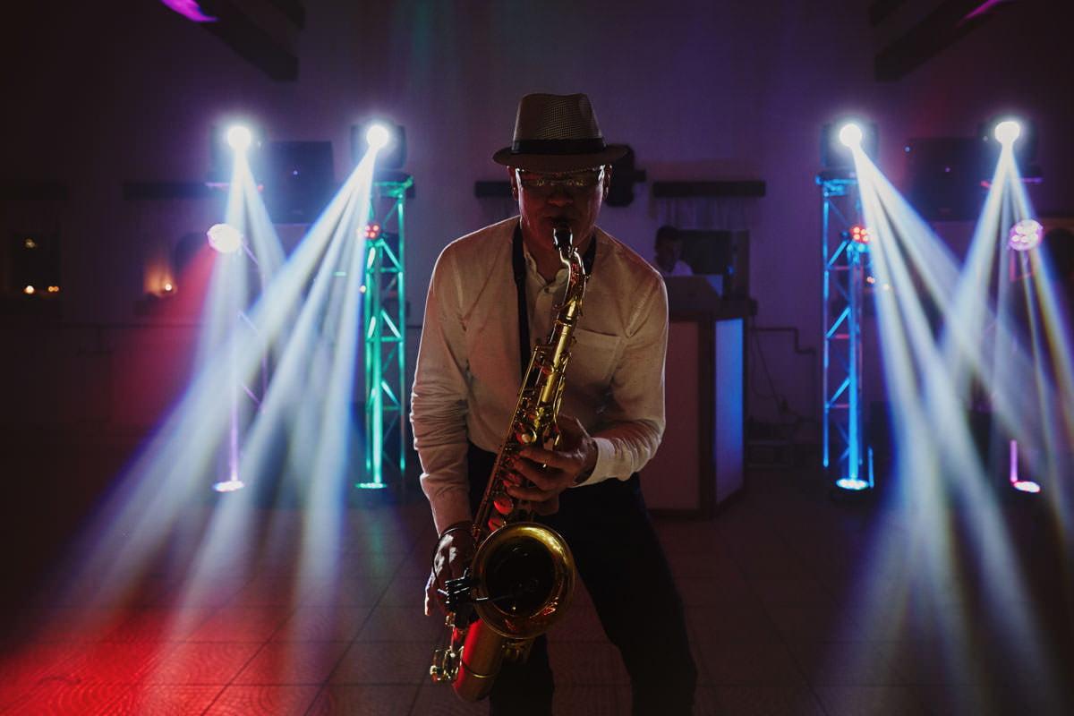 dworek ostep - saksofonista