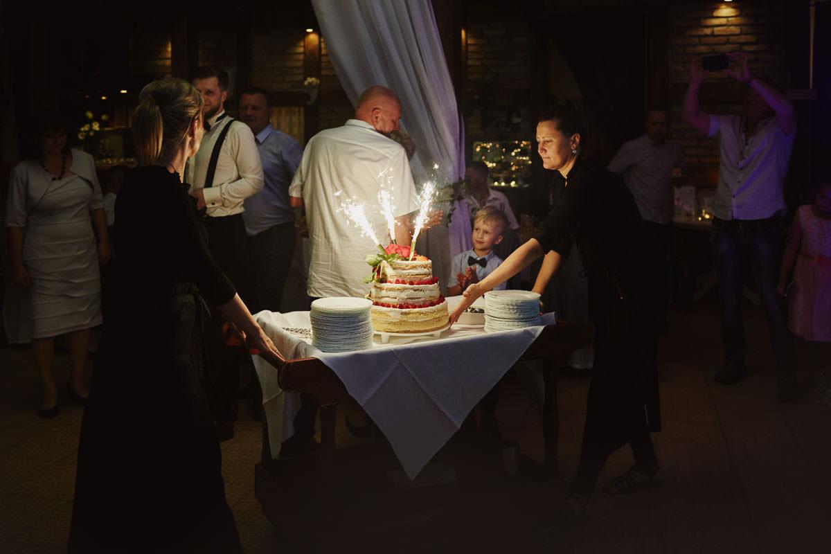 dworek ostep - wjazd tortu weselnego