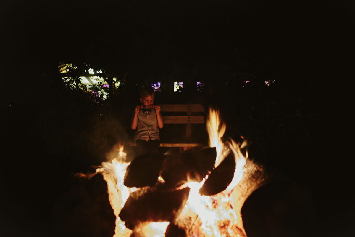 dworek ostep - przy ognisku