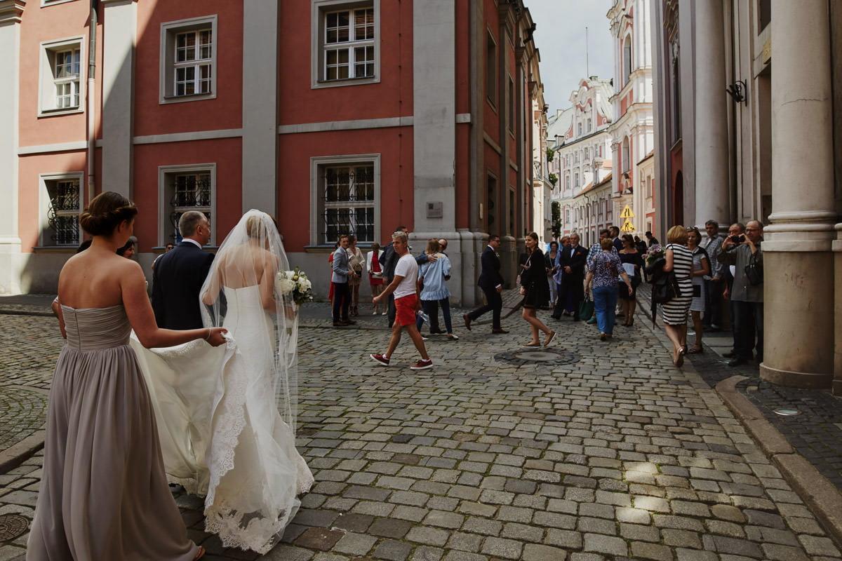 panna młoda na rynku w Poznaniu