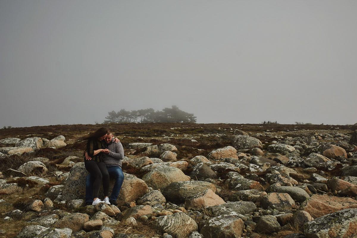 para siedzaca na plaży