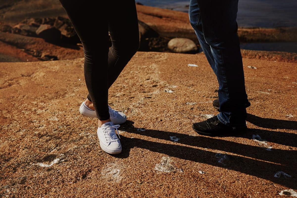 nogi i kamienie