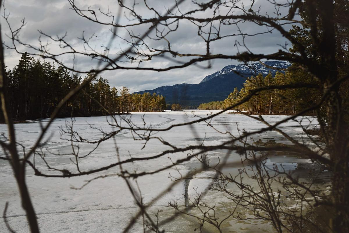 zamraznięte jezioro w Norwegii
