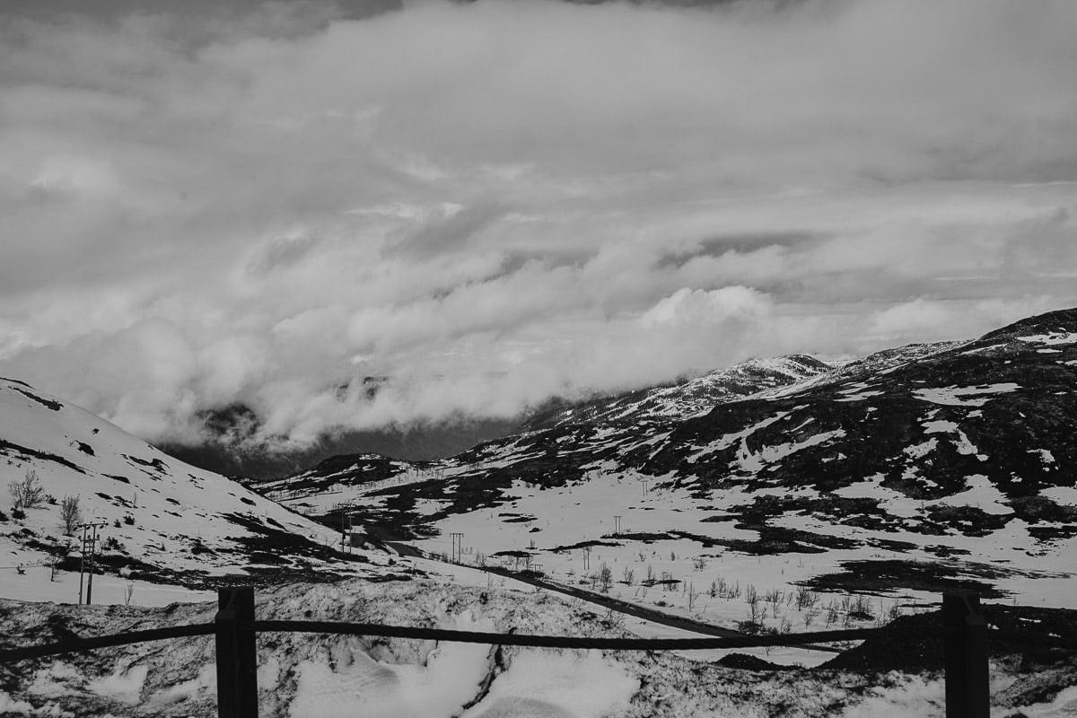 ośnieżone góry i doliny