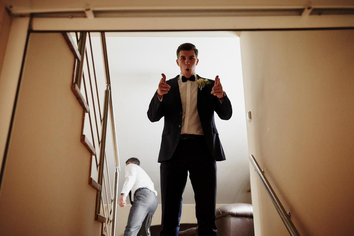 Pan Młody na schodach