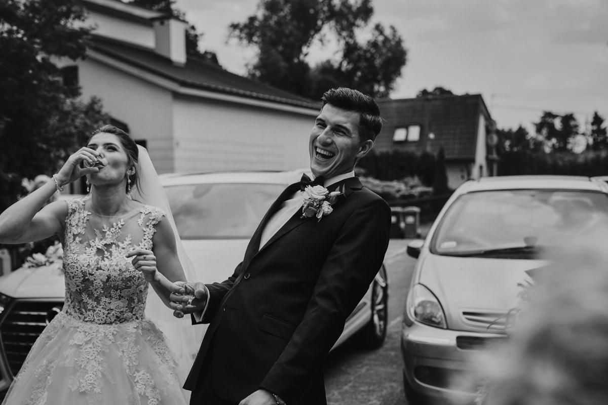Para Młoda się śmije