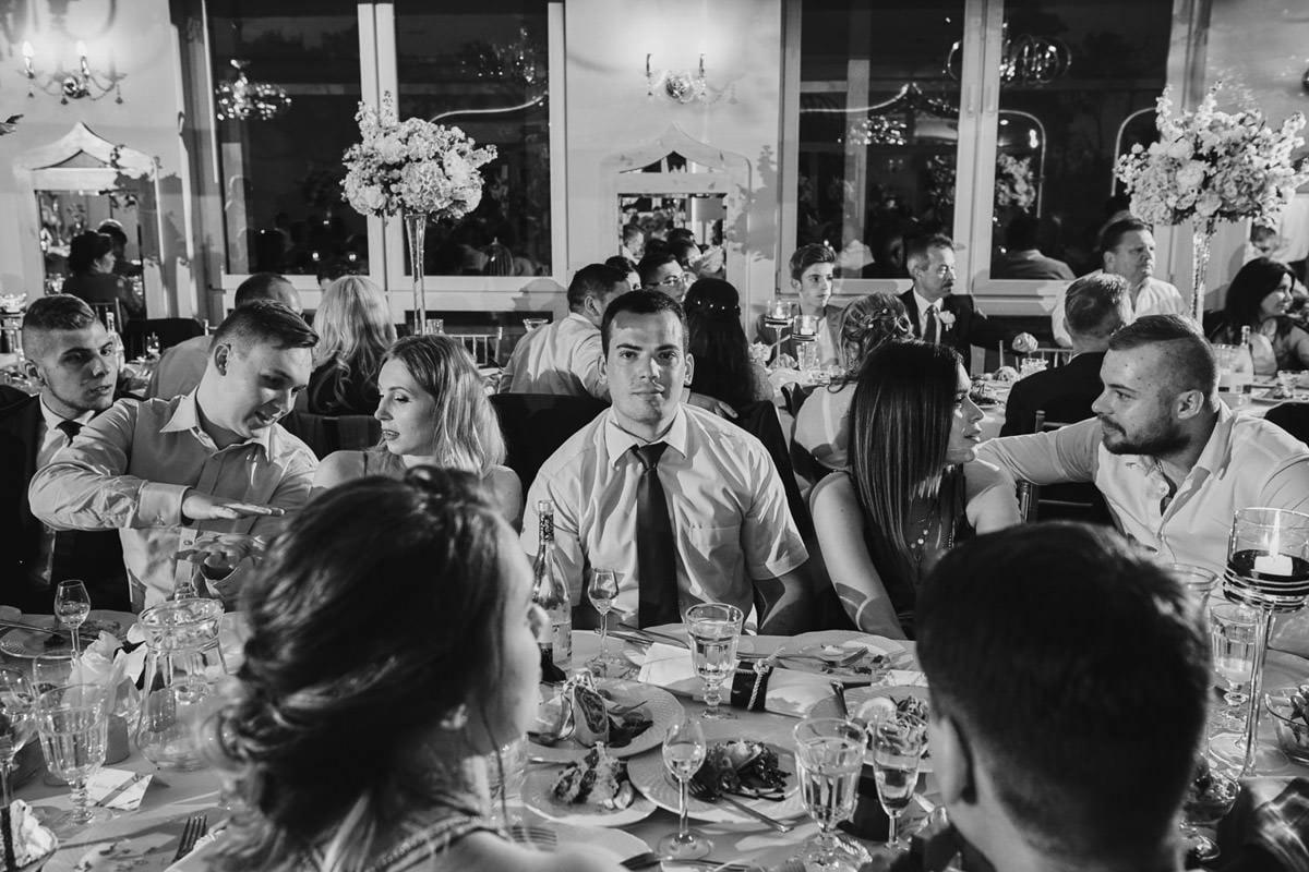 wieloplan przy stole