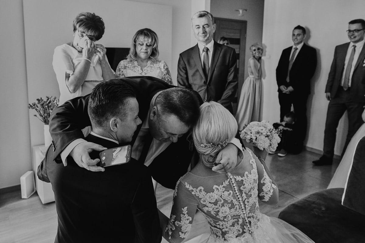 reportąz ślubny - płaczący rodzice